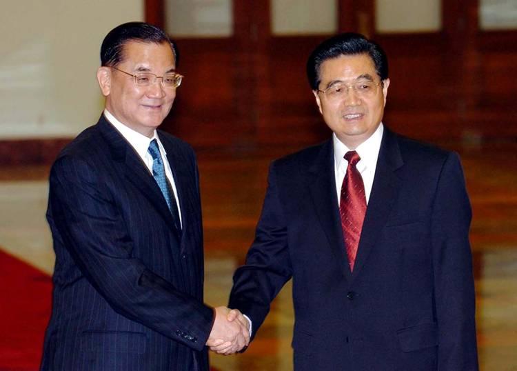 2005年4月29日,胡锦涛会见中国国民党主席连战.